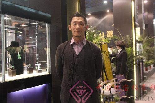 秋眉翡翠——2012年珠宝展最热翡翠展位之一